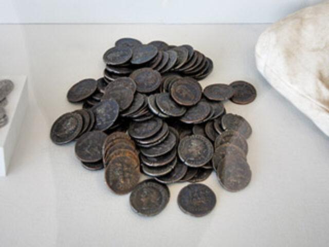 Ritrovato un tesoretto di 4.000 monete di bronzo di epoca romana.