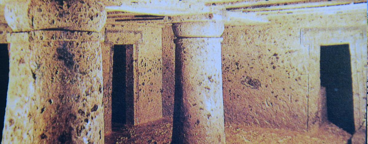 Tombe degli etruschi scavate nel tufo