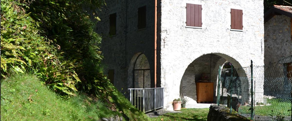 strutture di servizio accanto alla abbazia